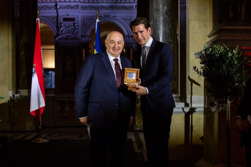 EJC presents recommendations on combating anti-Semitism to the Austrian President